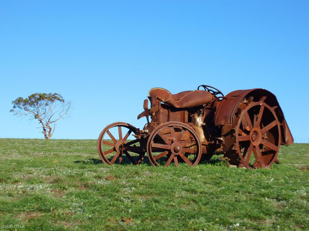 desktop image Rusted Tractor
