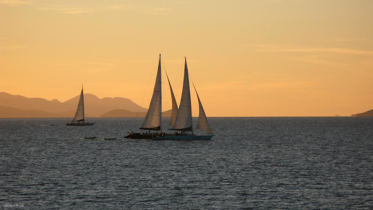 desktop image Sailing at Sunset