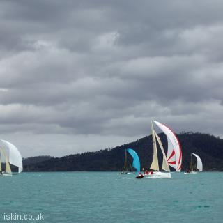 desktop image Spinnakers in the wind